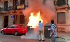 Queman un contenedor junto a la sede de Vox y lo apaga Ortega Smith