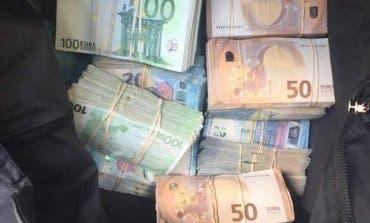 Pillan con 370.000 euros en el coche a un joven en Madrid