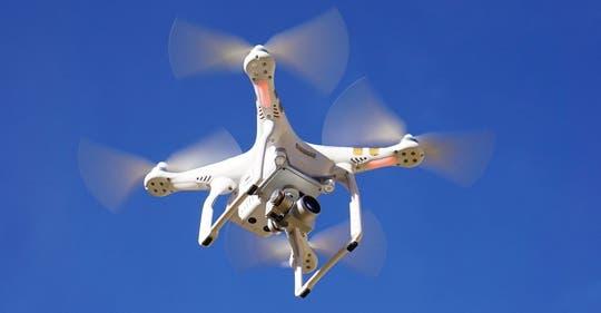 Paracuellos avisa de que está prohibido volar drones en todo el término municipal