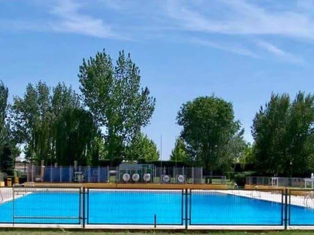 Algete mantiene cerrada su piscina al detectar coliformes fecales en el agua