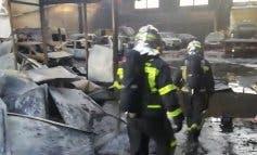 Arden más de veinte vehículos en una nave de Villarejo de Salvanés