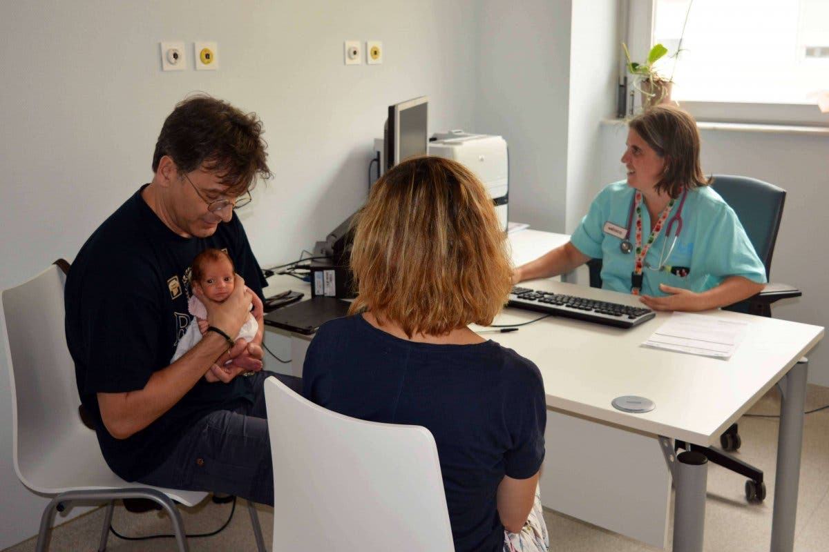 El Hospital de Torrejón ofrece consulta telefónica 24 horas para madres lactantes