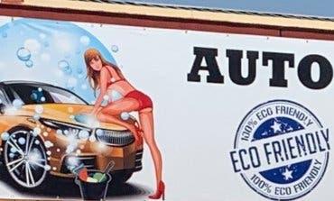 Alcalá de Henares envía a la Fiscalía el cartel «sexista» de un autolavado