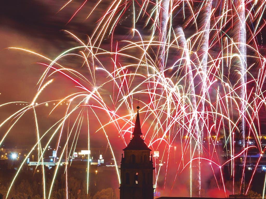 Desfile y fuegos artificiales para despedir las Ferias de Alcalá de Henares