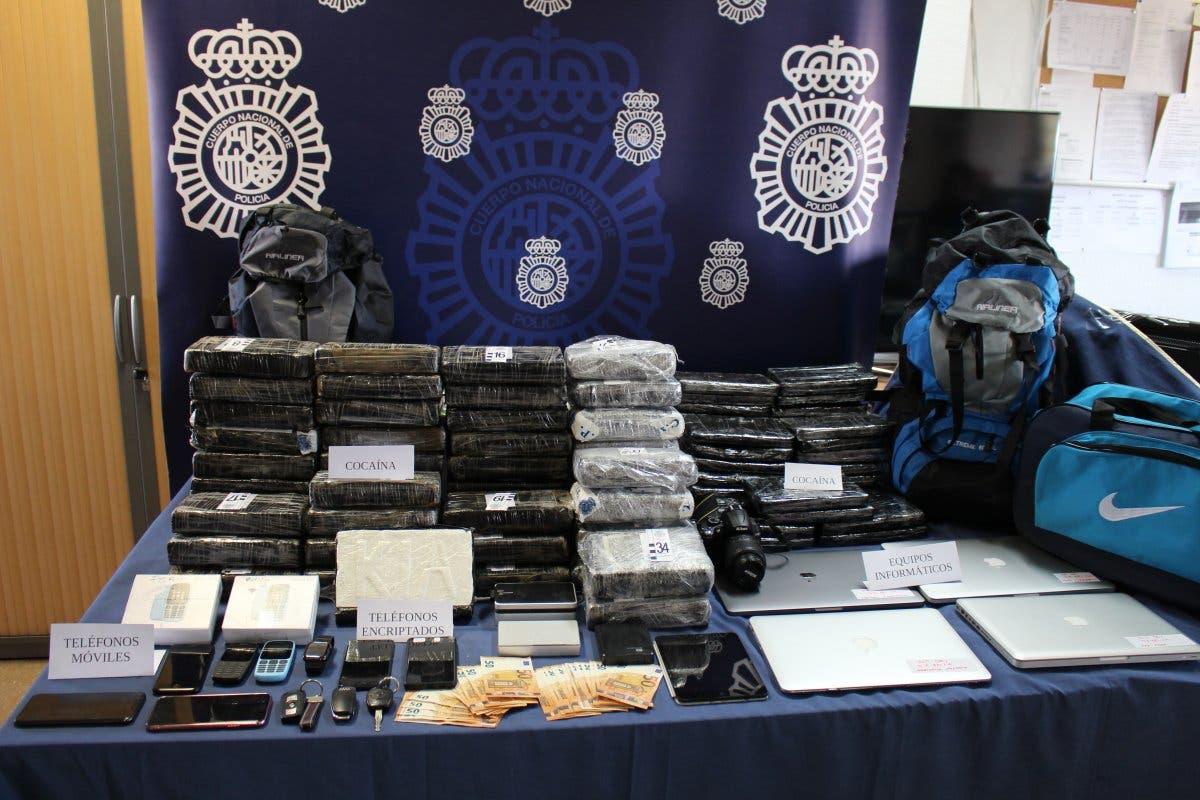 Dos detenidos cuando intentaban introducir 53 kg de cocaína en Barajas