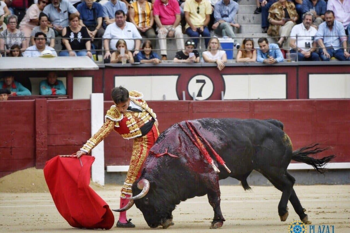 El torero de Torrejón Gonzalo Caballero despierta y habla con su madre