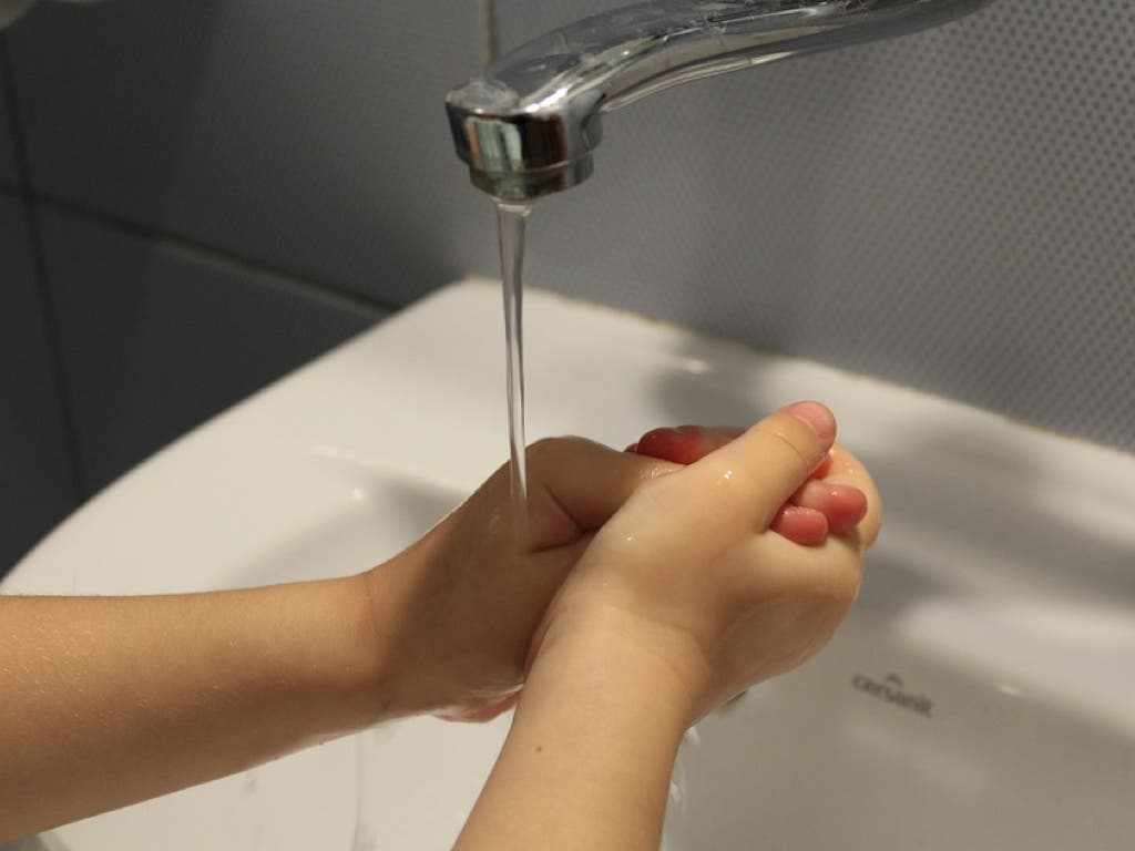 Alcalá de Henares corta el agua a familias vulnerables por impago