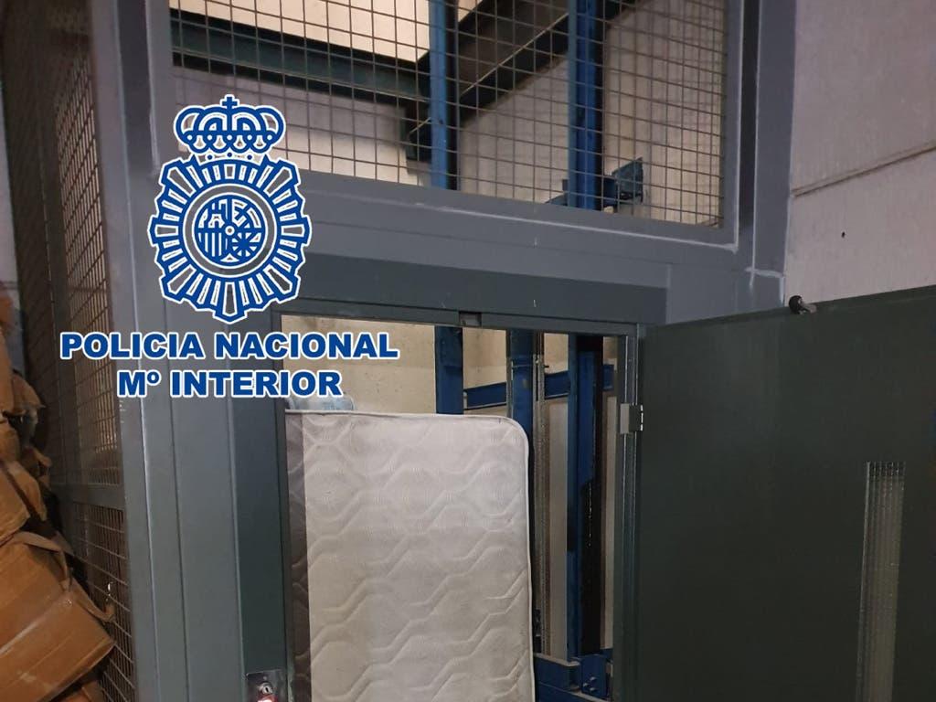 Secuestrado en un ascensor en Madrid: amenazaron con cortarle los dedos