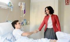 Ayuso visita en el hospital al torero de Torrejón Gonzalo Caballero
