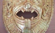 Intervenida en Barajas una máscara expoliada que iba a ser vendida por 200.000 euros