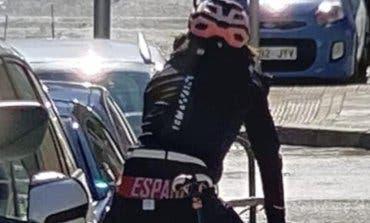 Detenido un pirómano en bicicleta que quemaba coches en San Blas