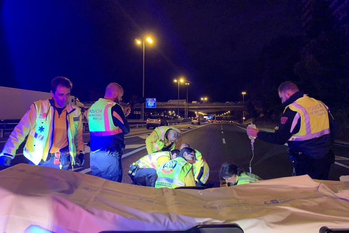 Dos heridos, uno grave, al caer de una moto en la M-30