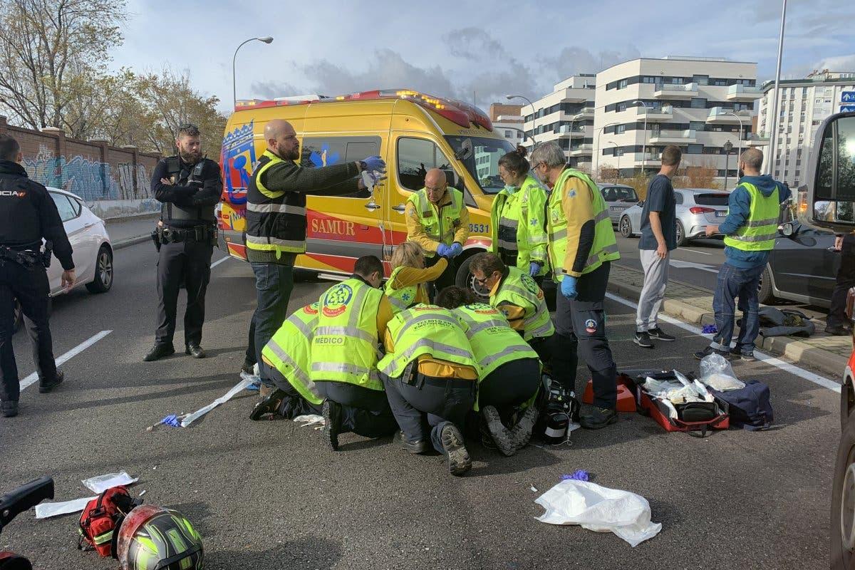 En estado grave un motorista tras chocar contra un coche en Madrid