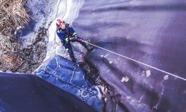 Rescatan a un gato en Rivas atrapado a 15 metros de profundidad