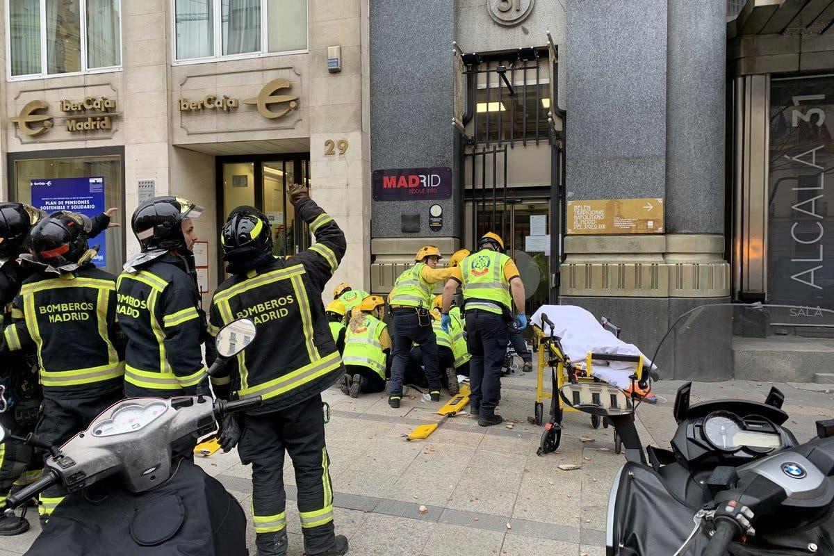 Muere la mujer que ingresó crítica tras caerle encima parte de una cornisa en Madrid