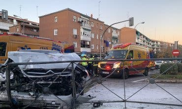 Un choque frontal entre dos vehículos dejó cinco heridos en Hortaleza