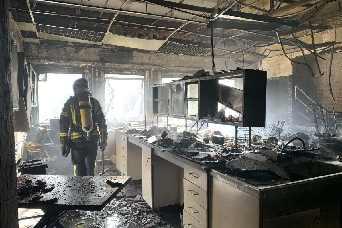 Arde un laboratorio del Instituto Eduardo Torroja de Ciudad Lineal