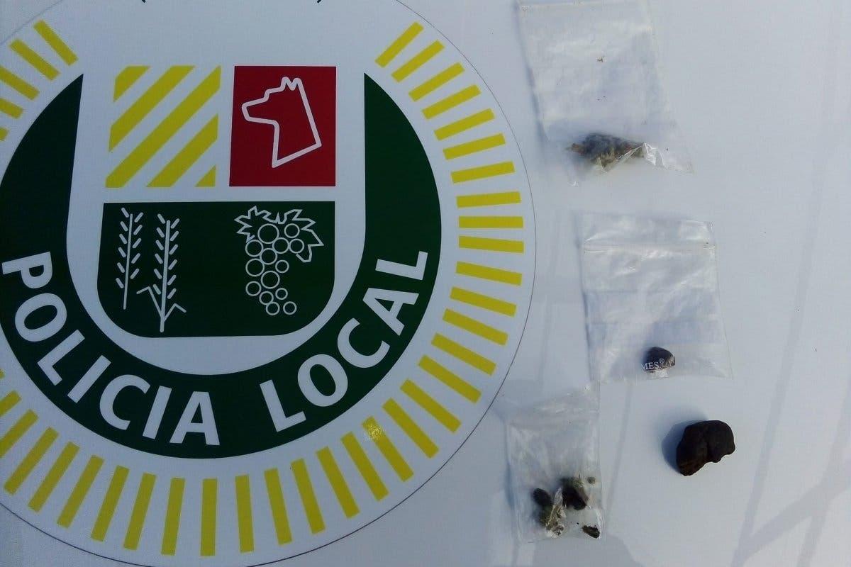 Una perra policía encuentra droga escondida junto a colegios de Algete
