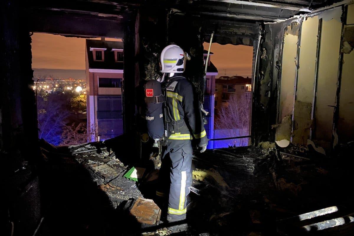 Un incendio calcinó un ático este domingo en Torrejón de Ardoz