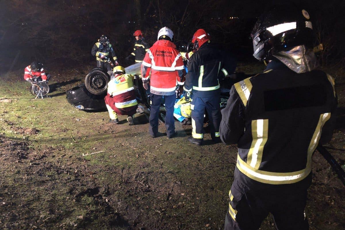 Herido grave un conductor de 52 años trastras chocar contra otro coche en Móstoles