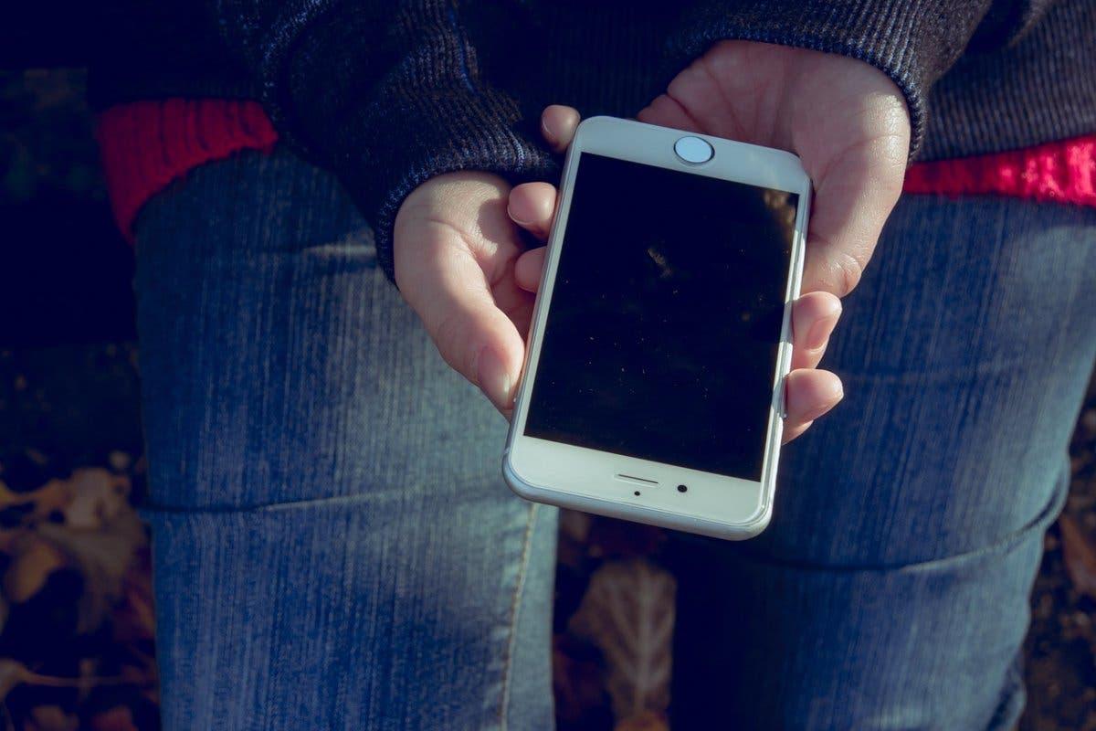 La Comunidad de Madrid prohibirá el uso de móviles en clase