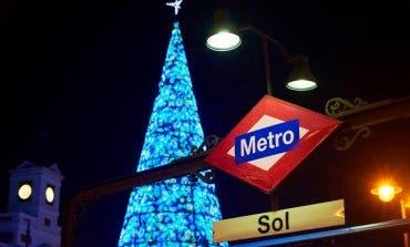 Una docena de Papás Noel azules sorprenderán a los viajeros de Metro