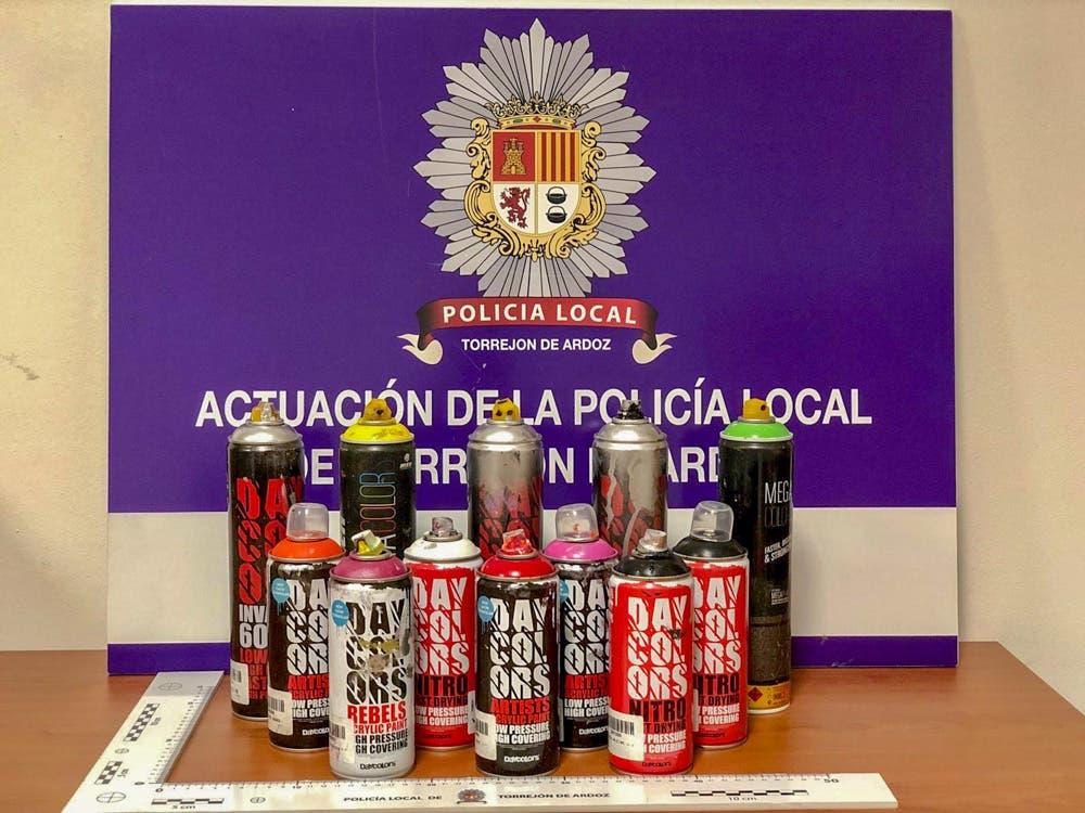 Pillados por la Policía realizando pintadas vandálicas en Torrejón de Ardoz