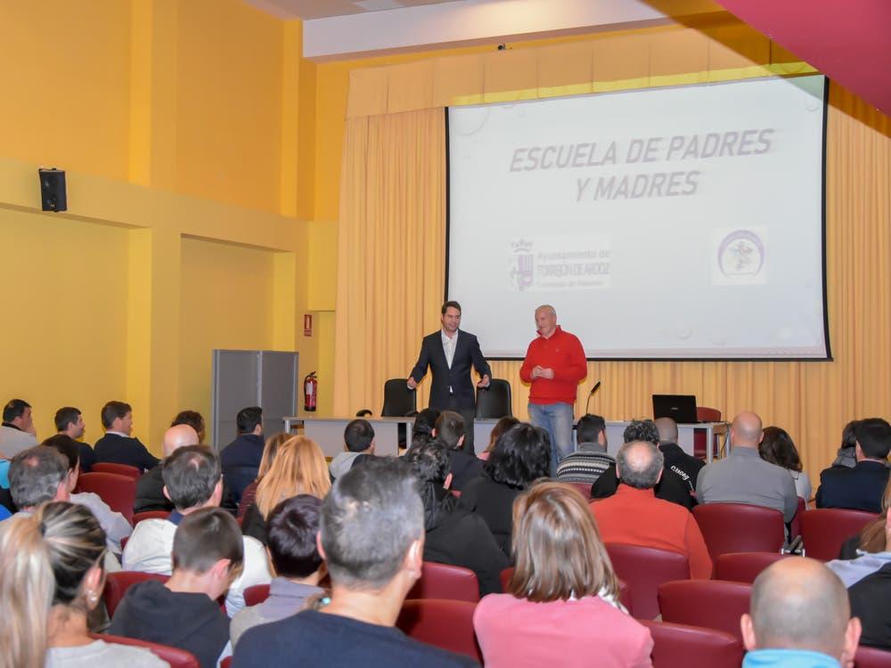 La Escuela de Padres de Torrejón, una iniciativa contra la violencia en el deporte