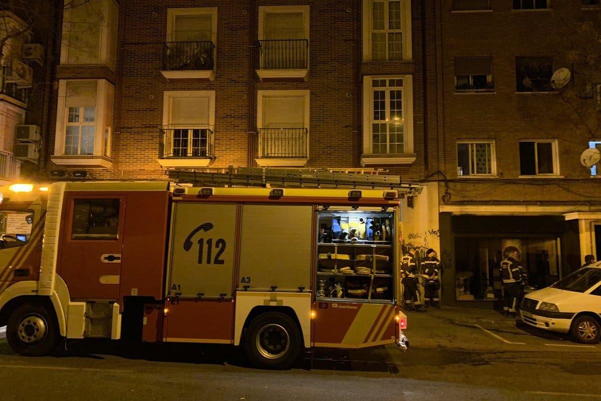Dos incendios en Madrid dejan once intoxicados y un edificio desalojado