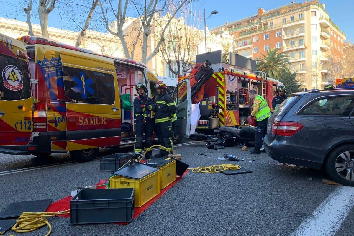Un motorista muerto tras chocar contra un coche en Madrid