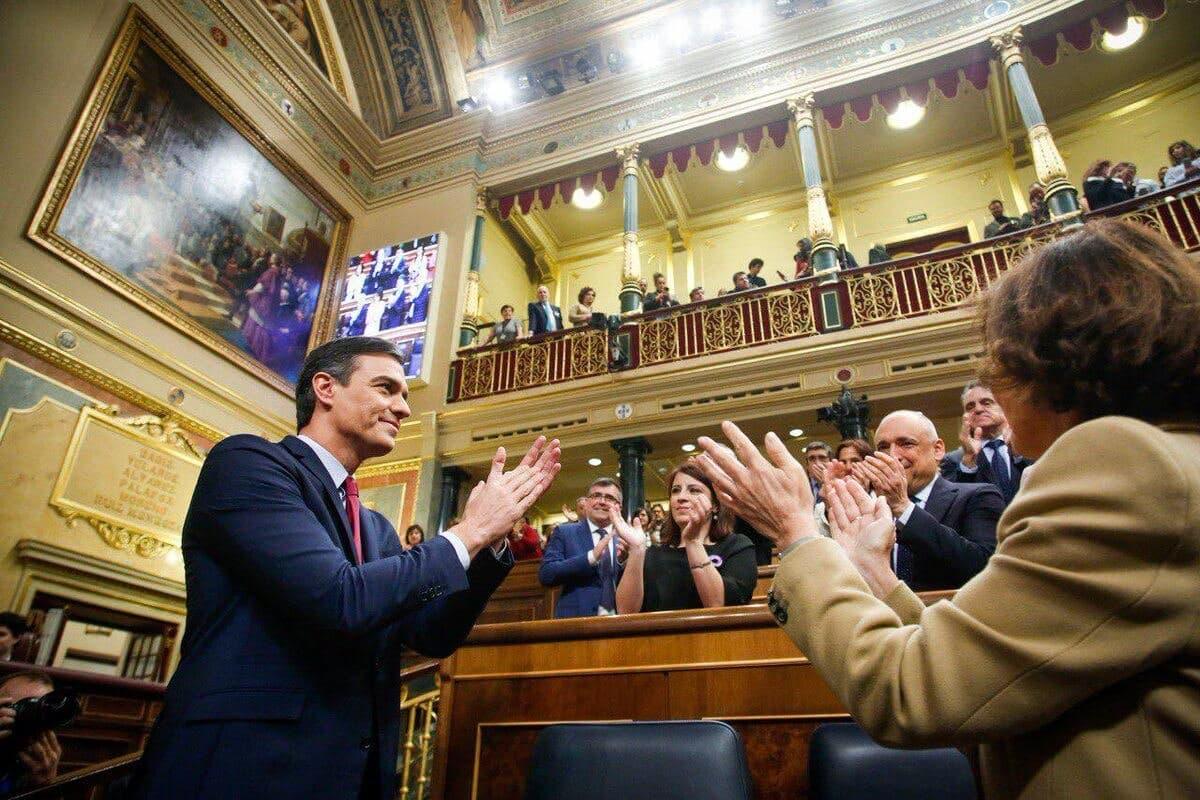 Pedro Sánchez, investido presidente del Gobierno por la mínima