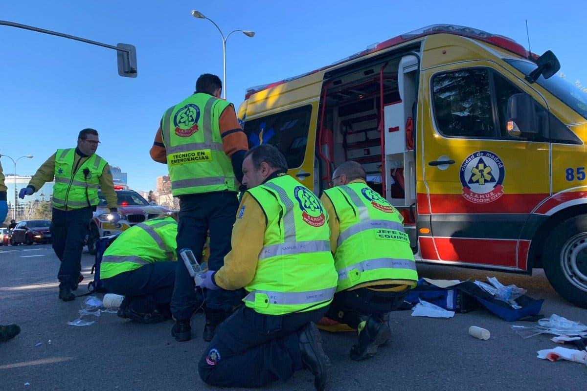 Herido grave un motorista tras chocar contra un coche en Arturo Soria