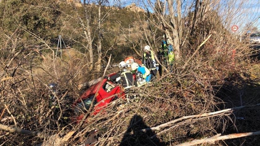 Herida una mujer tras impactar su coche contra un árbol en la M-608