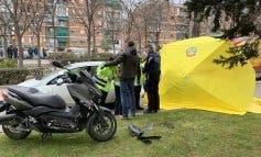 Muere un motorista tras impactar contra varios vehículos en Carabanchel