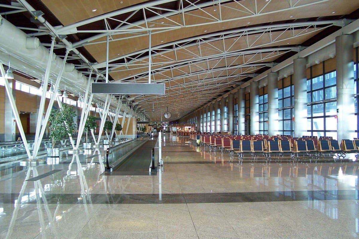 Madrid vuelve a pedir suspender vuelos con Brasil al detectar cuatro positivos en Barajas