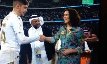 Arremangada y sin velo, el gesto «feminista» de Ayuso en Arabia Saudí