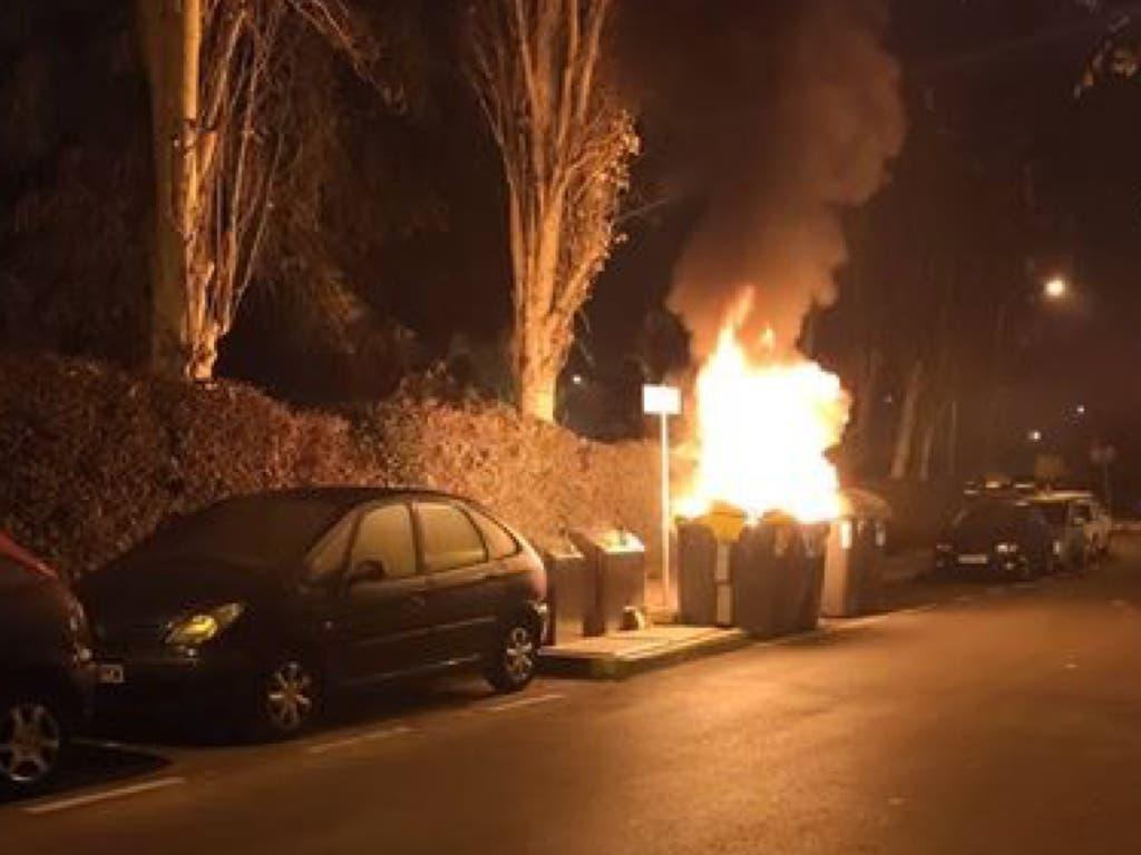 Arde un contenedor en una calle de Coslada