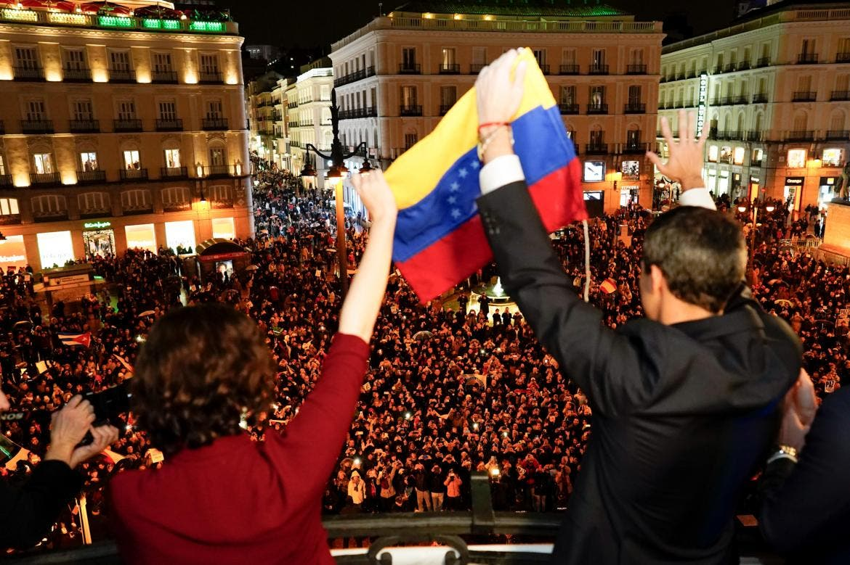 Miles de venezolanos arroparon a Juan Guaidó en Sol para pedir libertad y democracia