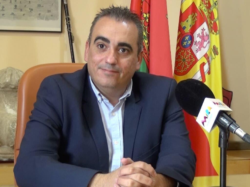 La Justicia obliga al alcalde de San Fernando de Henares a cesar a 4 cargos nombrados a dedo