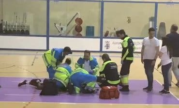 Susto en un partido de baloncesto cadete en Torrejón de Ardoz tras desplomarse un jugador