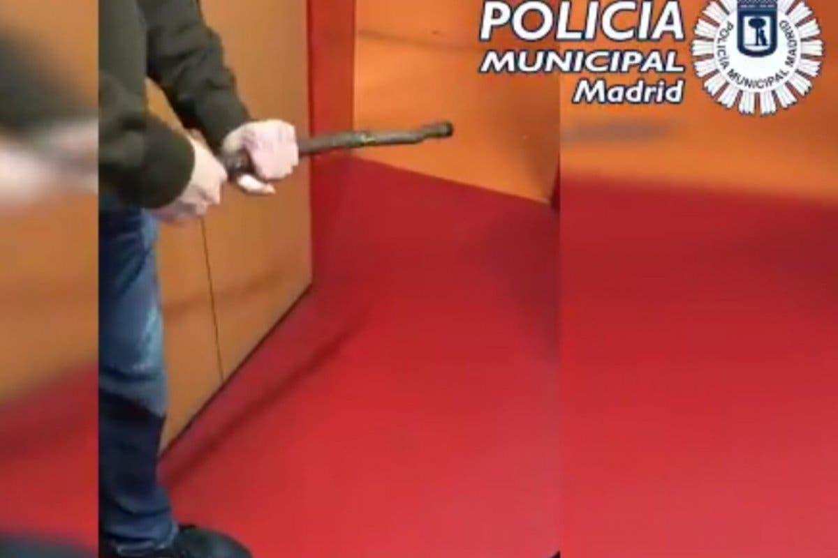 Detenidos en Vallecas por vender armas prohibidas y muy peligrosas a través de Internet