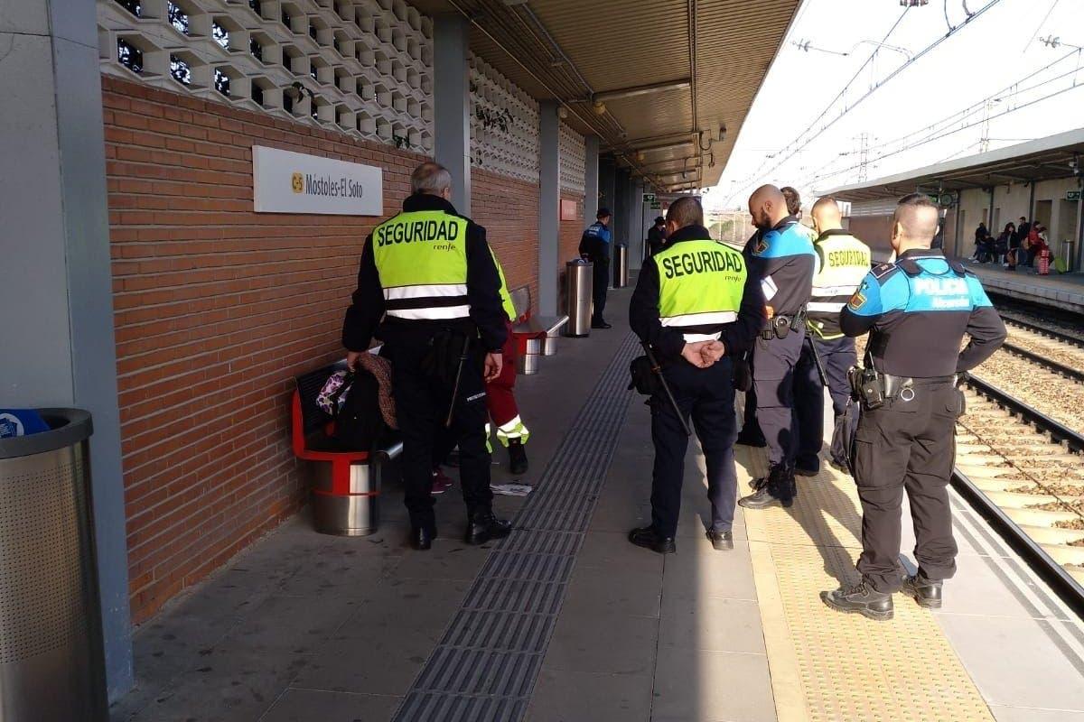 Vigilantes de Cercanías Madrid salvan la vida a una joven tras sufrir un atragantamiento