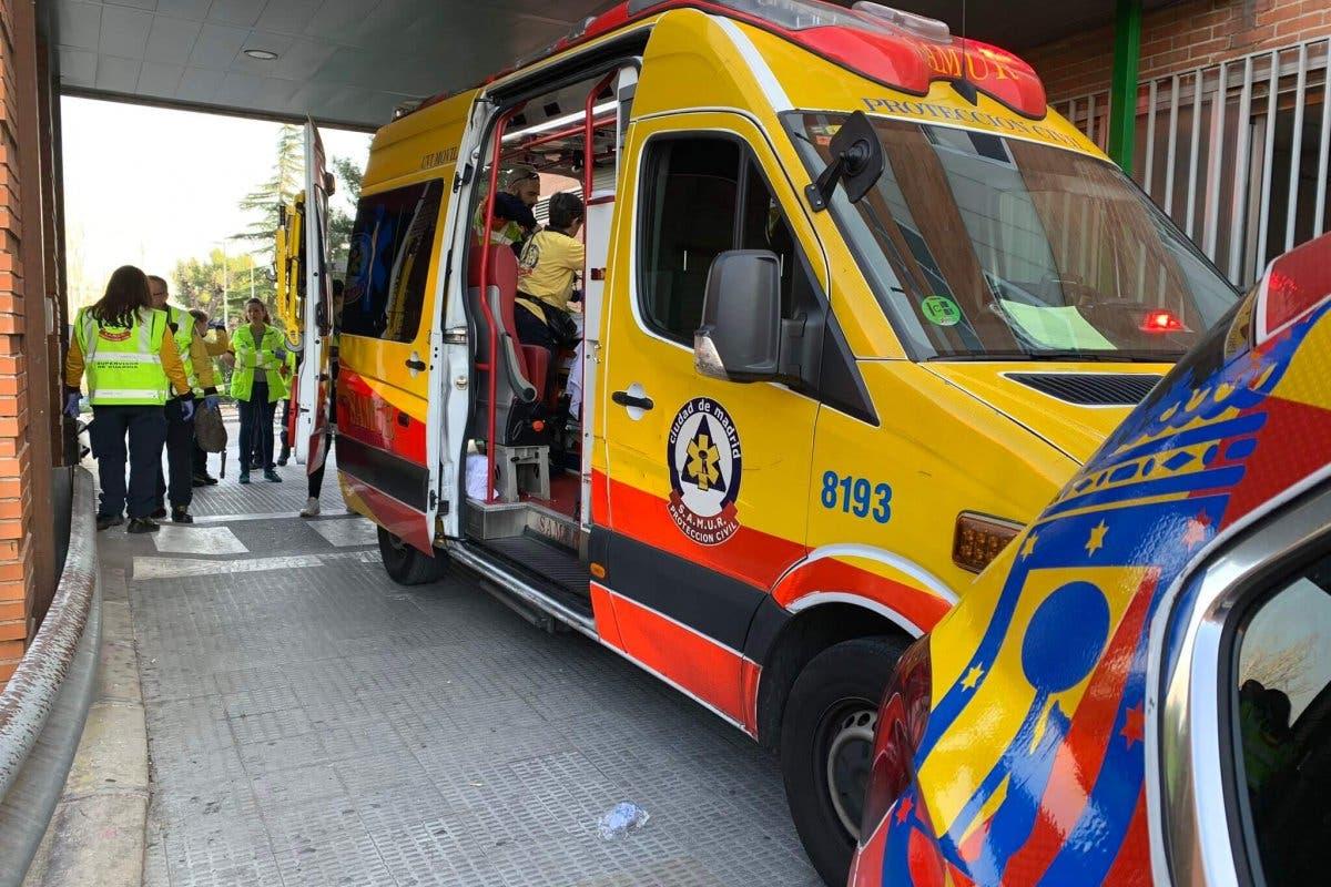 Una joven motorista sufre graves lesiones en un accidente en la M-40