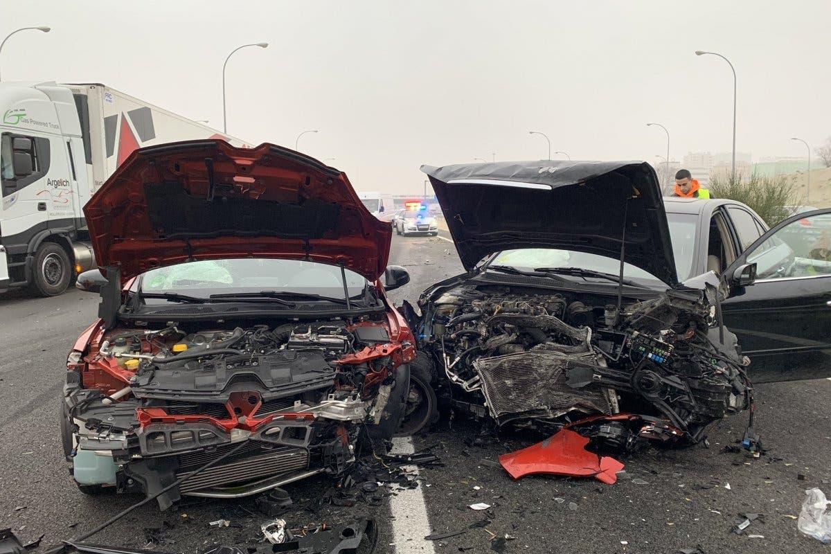 Aparatoso accidente en la M-45 con ocho vehículos implicados
