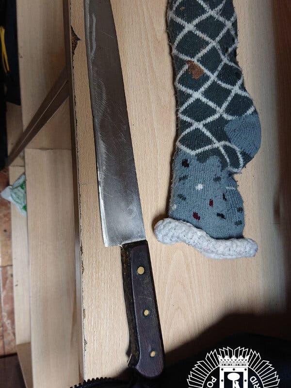 Detenido en Vallecas por amenazar con un cuchillo escondido en un calcetín