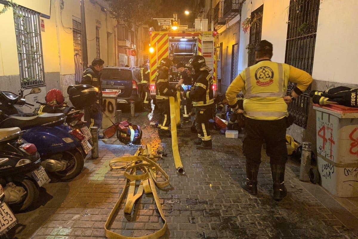 Intoxicado grave en Madrid al desatarse un incendio en su vivienda mientras dormía