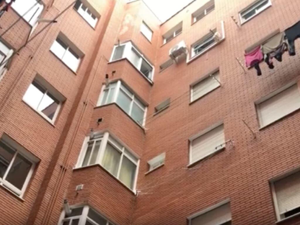 Muere un hombre al precipitarse desde un quinto piso en Getafe
