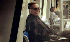 Luis Miguel, pillado viajando con su novia en el tren lanzadera de Barajas