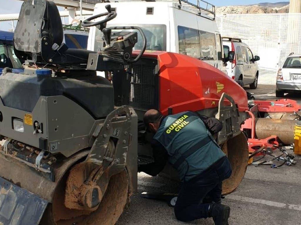 Recuperan en el puerto de Almería maquinaria pesada que había sido robada en Coslada