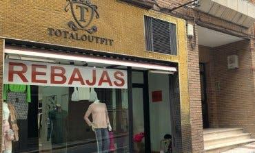 Desvalijan una tienda de ropa de marca en Guadalajara a punta de navaja